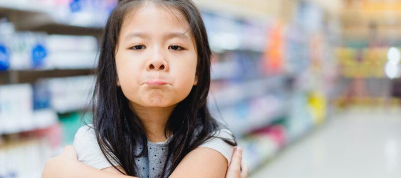 Jeune fille autiste dans un supermarché