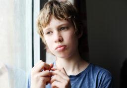 un jeune autiste.