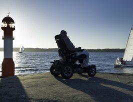 une personne avec un lourd handicap