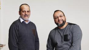 Stéphane Benhamou et Daoud Tatou, l'un juif, l'autre musulman, sont à la tête d'associations qui prennent en charge des autistes. Leur histoire est portée à l'écran dans le film Hors Normes.