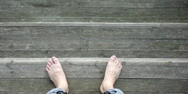 des pieds nus