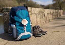 sac à dos et chaussures de marche